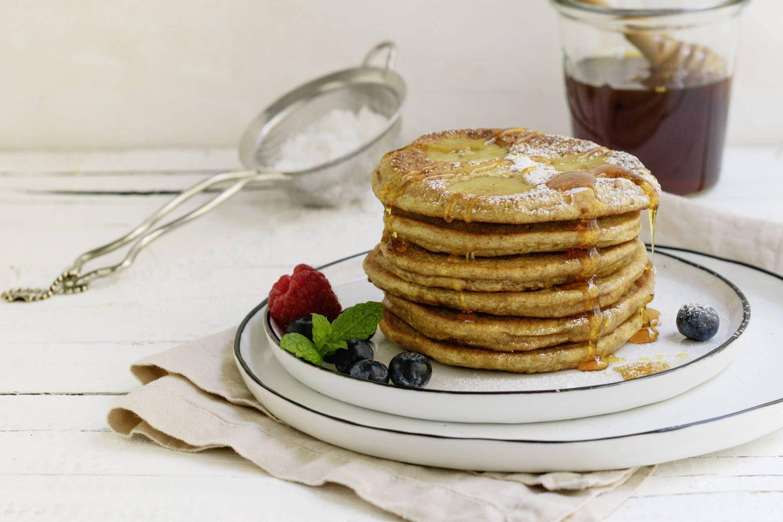 VEGGY Sweet Bananen Pancakes mit Honig