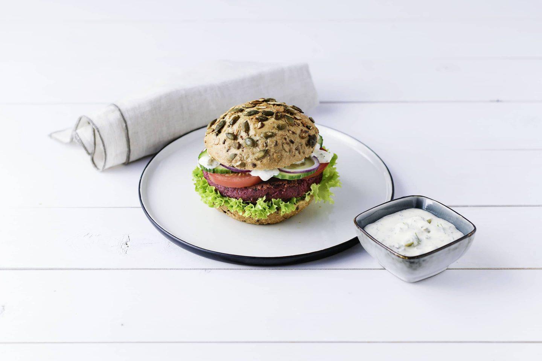 Grill-gemuese veggy-burger mit remoulade