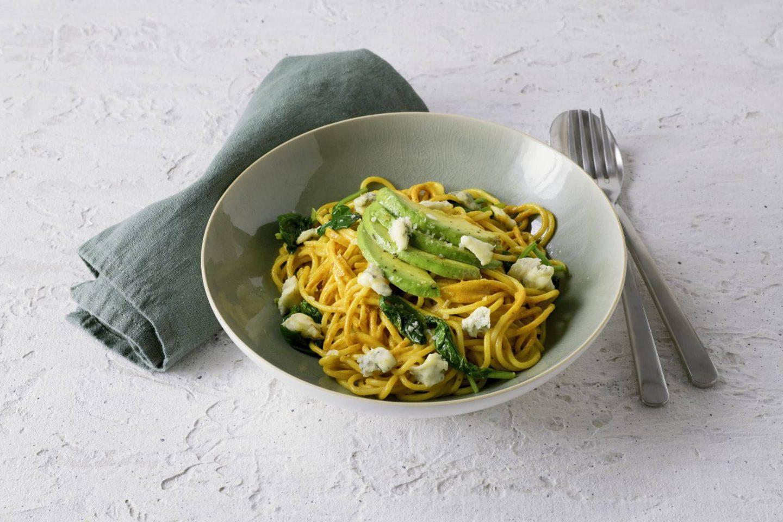 Spaghetti mit Avocado, Babyspinat und Gorgonzola