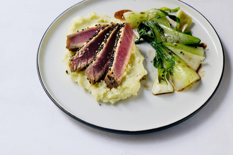 Thunfisch Steak mit Wasabi-Kartoffelpüree und Brokkoli