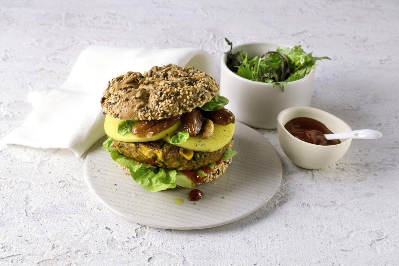 Veganer Burger mit Äpfeln und Datteln