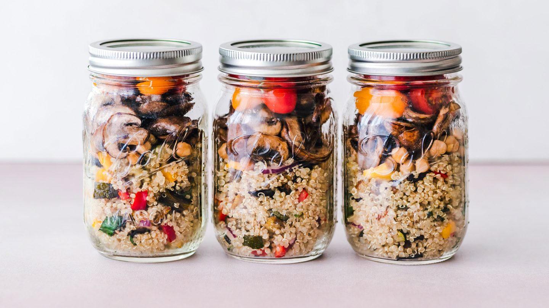 Quinoa Salat in Rexgläsern vorbereitet