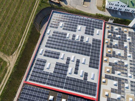 Photovoltaik-Anlage auf dem Dach von Kotányi in Wolkersdorf