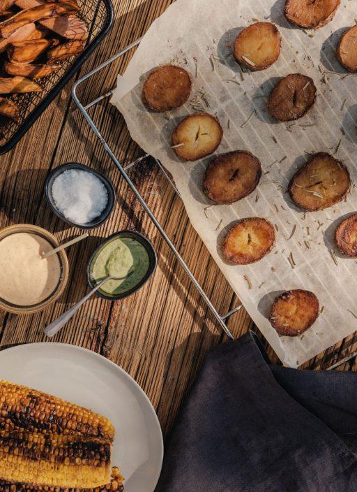 Gegrillte Kartoffeln, Ofenkartoffeln und Potato Wedges mit verschiedenen Saucen