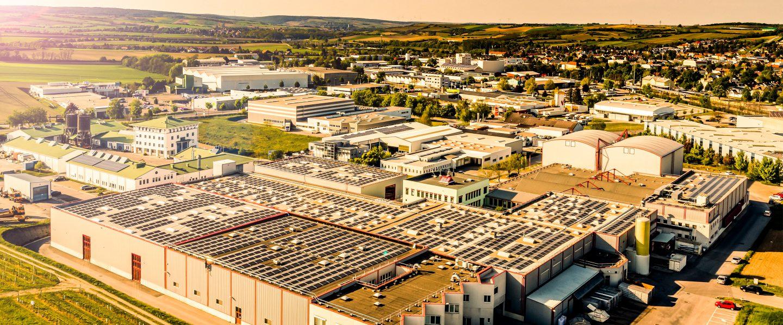 Firmengebaeude von Kotányi in Wolkersdorf aus der Vogelperspektive fotografiert