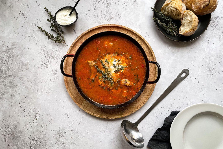 Ein Teller Pannonische Fischsuppe
