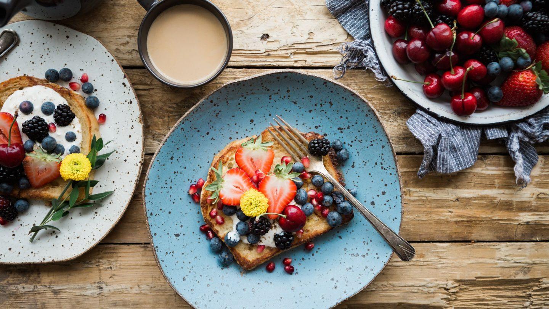 Toast mit Topfen und gemischten Beeren gilt als gesunde Frühstücks-Alternative.