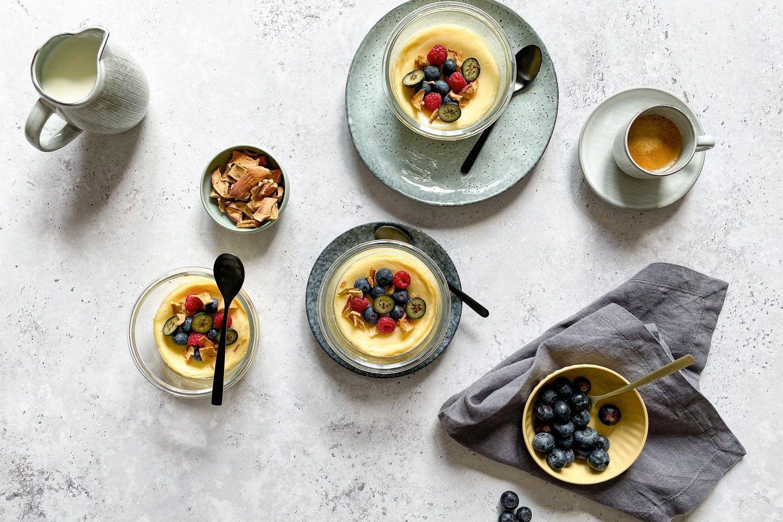 Gebackenes Joghurt eignet sich perfekt als cremiges Dessert und Kuchenersatz.