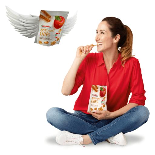 Kati Bellowitsch knabbert an Kotányi Apfel-Zimt Chips.