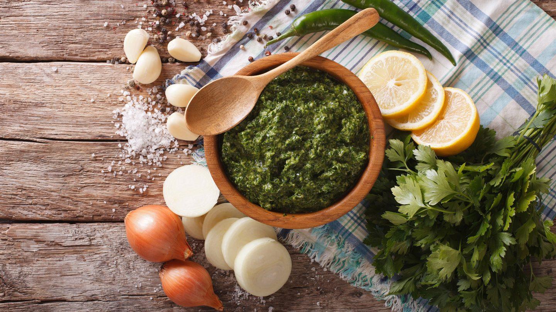 Das südamerikanische Chimichurri ist perfekt für Fisch, Fleisch und Gemüse.