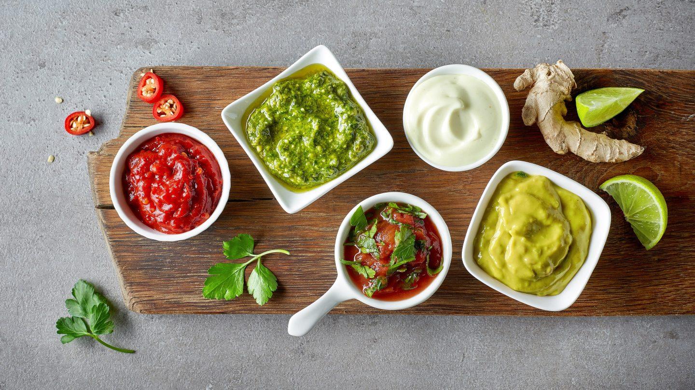 Verschiedene Saucen und Dips machen das Grillen zu einem Geschmackserlebnis.